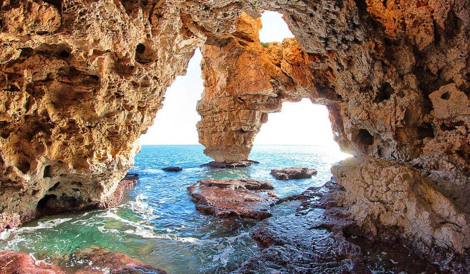 You are currently viewing Jaskinia przy plaży Cala del Moraig